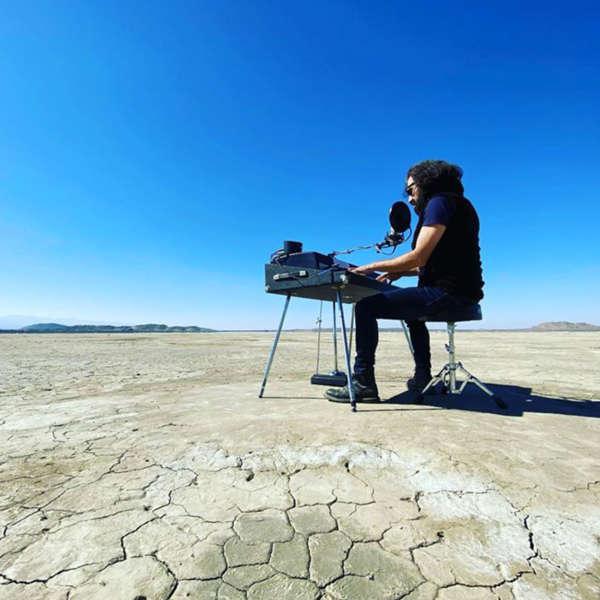 17 ans après le premier album de Geyster, une nouvelle association musicale est en cours avecJoachim Garrauden plein désert californien.